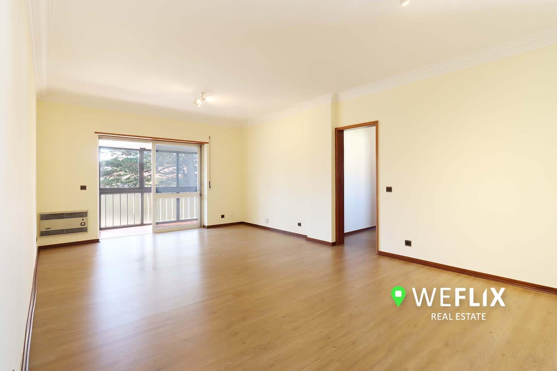 Apartamento T2 em S. João Estoril c/ Garagem – muito perto da praia